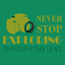 Photographer exploring-design T-Shirt
